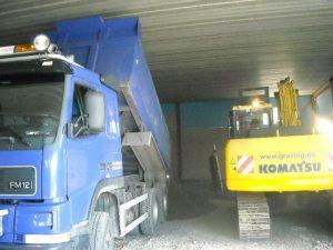 gravemaskin og lastebil 4